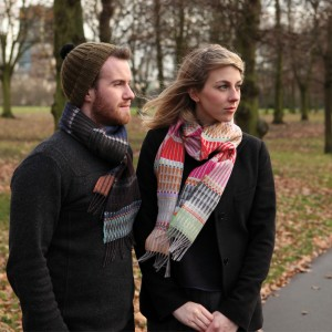 Lambswool pop scarf