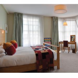 Magaro Hotel – Chenille Patchwork throws